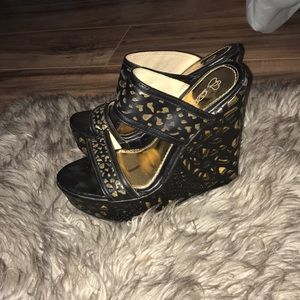 DbDk fashion Shoes - Floral printed wedges with a gold layering